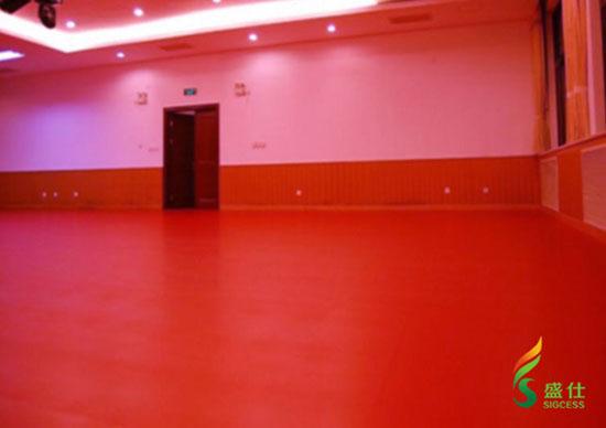 才                    传统木地板价格昂贵,维护费用高,另许多舞蹈